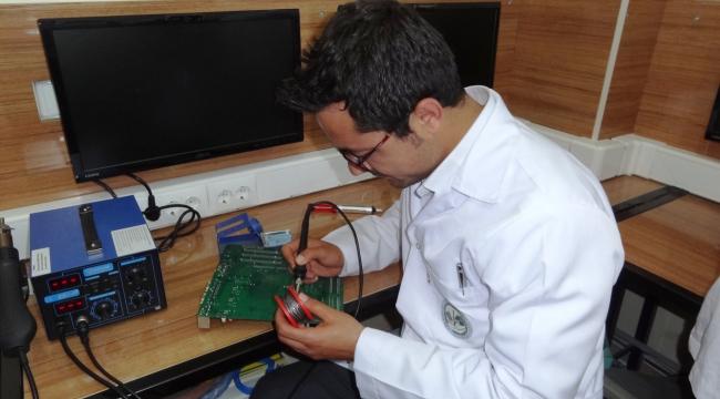 Kullanılmayan bilgisayarları köy okullarına hibe ediyor