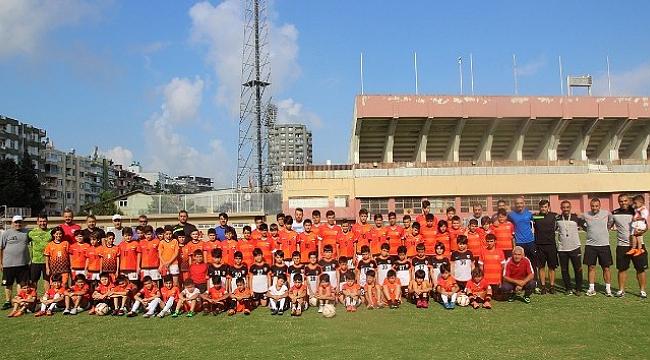 Binlerce Sporcu İle Futbol Şenliği