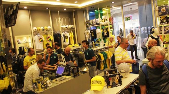 Fenerbahçeli taraftarlar, Adana Optimum'da buluştu
