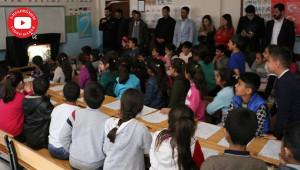 Çocuklara 'Karagöz ve Hacivat' oyunu sahnelendi