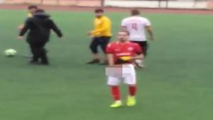 Futbolcu taraftara cinsel organını gösterdi