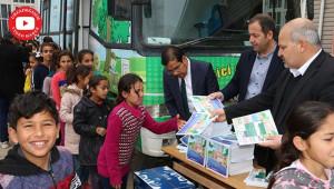 Kütüphane Haftasında gençlere kitap dağıtıldı