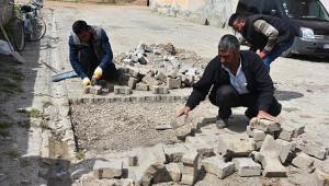Ceylanpınar'da yol yama çalışmaları başladı