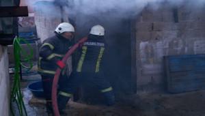 Evde çıkan yangını itfaiye söndürdü