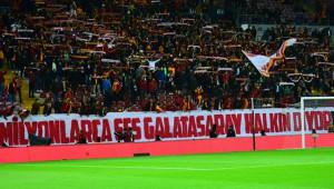 Galatasaray Taraftarlarından Cengiz'e Destek