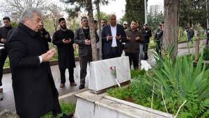 Şehit polisler, mezarları başında anıldı