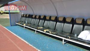 Stadyumdaki koltukları fareler mi kemirdi?