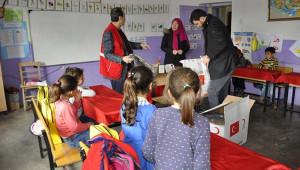 Türk Kızılay'ından öğrencilere destek