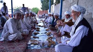 Özbekler asırlık iftar geleneğini Urfa'da yaşatıyor