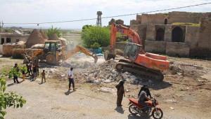 Tarihi yapıya zarar veren yapılar yıkılıyor