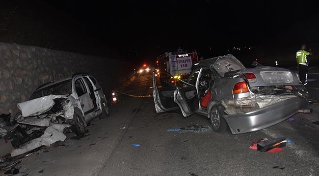İki araç çarpıştı: 2 Ölü; 1 yaralı