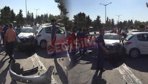 Park halindeki araçlara çarptı: 5 yaralı