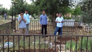 Siverek'te Vatandaşlar Mezarlıklara Akın Etti