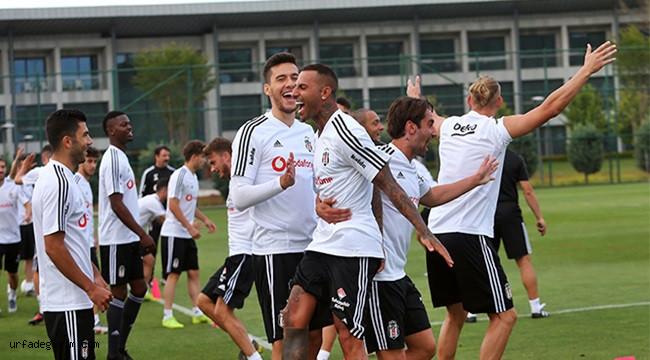 Beşiktaş antrenmanları neşeli sürüyor