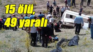 Göçmenleri taşıyan minibüs takla attı