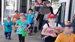 İnterpol'ün aradığı 2 DEAŞ'lı kadın sınırda yakalandı