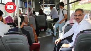 Otobüste vatandaşların taleplerini dinledi