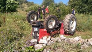 Traktör devrildi, baba öldü oğlu ise...