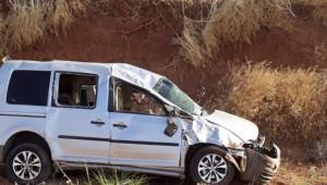 Devrilen ticari araçtaki 7 kişi yaralandı
