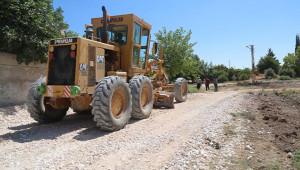 Kırsalda yol yapım çalışmaları sürüyor