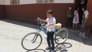 Suruç'ta yaşayan çocuk protez eline kavuştu