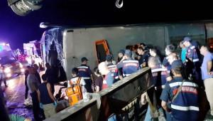 Tur Otobüsü Devrildi; 1 ölü, 17 yaralı