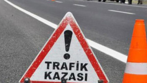 Otomobil traktörle çarpıştı: 5 yaralı