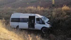 Şanlıurfa'da minibüs devrildi: 2 yaralı