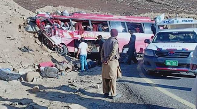 Yolcu Otobüsü Kaza Yaptı; 26 ölü, 15 yaralı