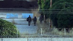 YPG'li teröristler sınırda görüldü