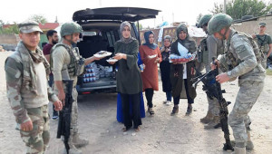 Akçakaleli kadınlardan askerlere yemek ikramı