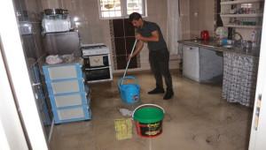 Altyapı yetersiz kalınca evleri lağım suyu bastı