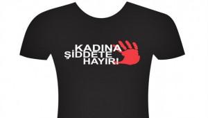 'Kadına şiddete hayır' tişörtleriyle maça çıktı