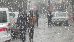 Sağanak yağış Viranşehir'de etkili oldu