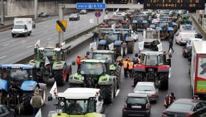 Fransa'da çiftçilerden traktörlü eylem