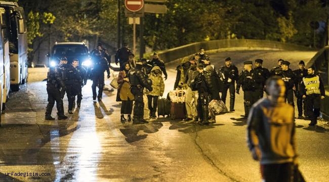Fransa Polisi Paris'teki Göçmen Kampını Boşalttı