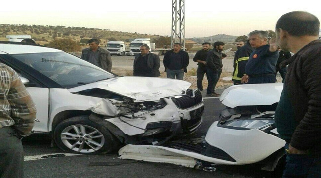 İki Araç Çarpıştı; 1'i ağır 5 yaralı