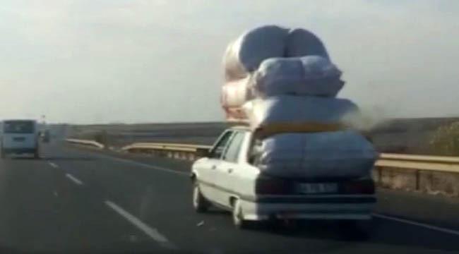 Kamyonet yükünü otomobile yüklediler