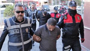 Maraş'ta dolandırdılar; Urfa'da yakalandılar