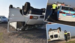 Minibüs takla attı, 2 yaralı