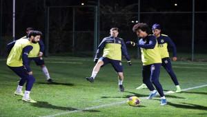 Vedat Muriç ve Kruse takımdan ayrı çalıştı