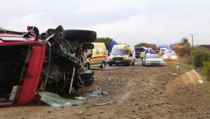 Yolcu Otobüsü - Kamyon Çarpıştı; 12 ölü, 17 yaralı
