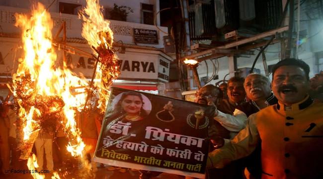 Hindistan'da halk sokaklara döküldü
