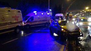 Otomobil refüje çarptı: 5 yaralı