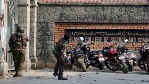 Polis ve göstericiler arasında arbede