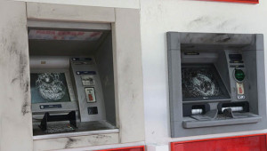 Urfa'da ATM'nin camlarını kırdılar