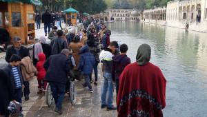 Vatandaşlar, Balıklıgöl'e akın etti