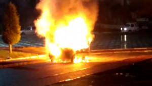 Araçlarının yandığını görünce sinir krizi geçirdiler