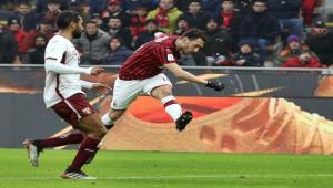 Hakan Çalhanoğlu Milan'ı yarı finale taşıdı
