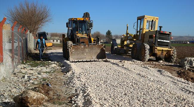 Kırsalda stabilize yol yapım çalışmaları sürüyor